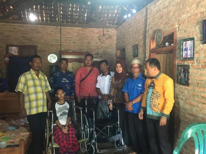 Lumpuh Sejak Lahir, Prayitno Semringah dapat Bantuan Kursi Roda