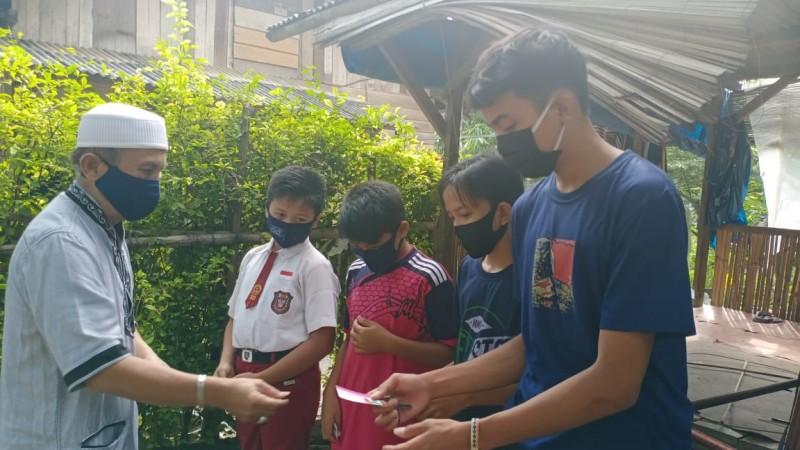 Lurah Sepangjaya Beri Bantuan Internet ke Anak Pengais Sinyal