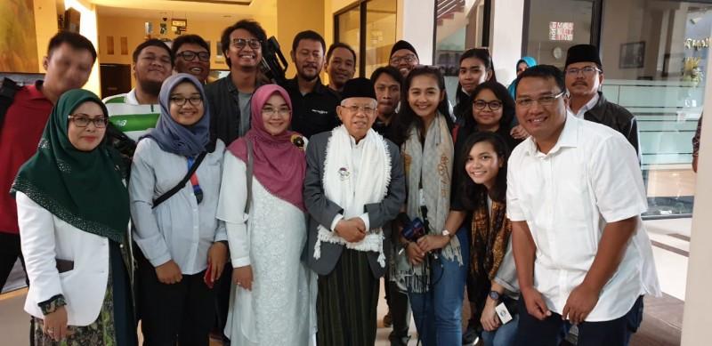 Ma'ruf Amin Terima Ucapan Selamat Ulang Tahun dari Cucu, Pengawal dan Awak Media