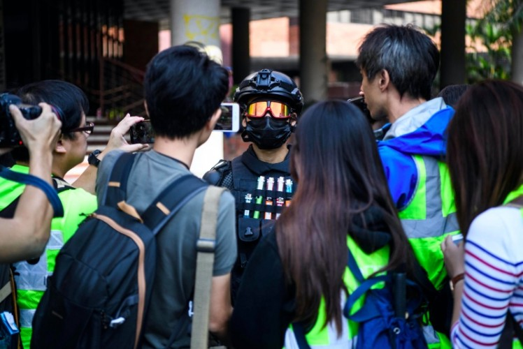 Mahasiswa Hong Kong Terkepung