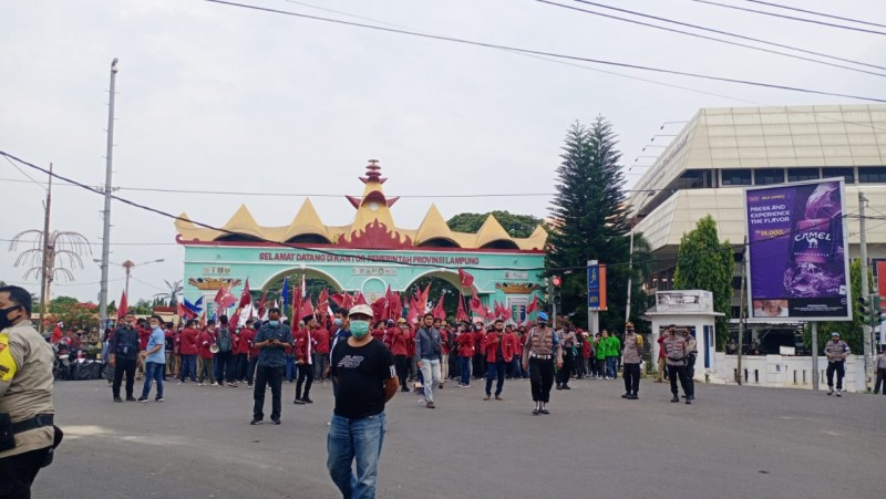 Mahasiswa Kembali Unjuk Rasa di Gedung DPRD Lampung