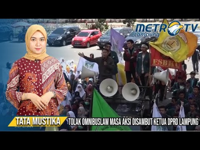Mahasiswa 'Serbu' Gedung DPRD Lampung Tolak RUU Omnibus Law