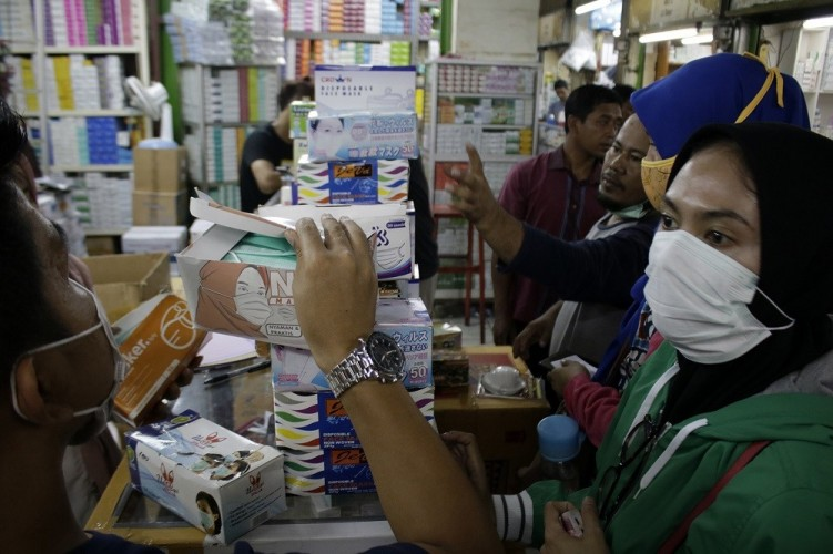 Mahasiswa Timbun Masker untuk Dijual ke Selandia Baru