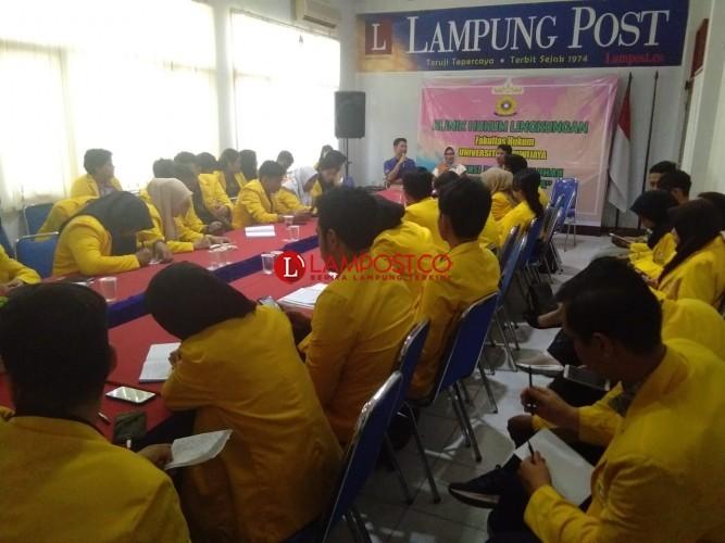 Mahasiswa Unsri Audiensi Klinik Hukum Lingkungan di Lampung Post