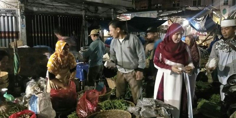 Majelis Taklim Rahmat HidayatBagikan Makanan dan Sajadah