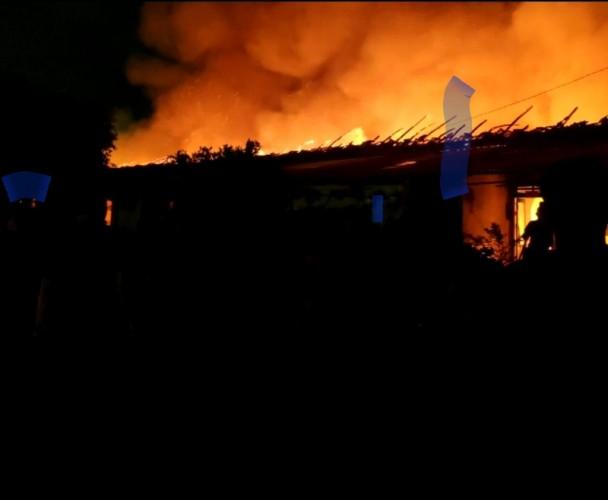 Mako Brimob Terbakar, Nyaris Tiga Jam Baru Padam