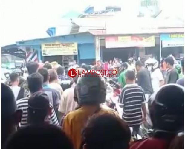 Maling Motor Babak Belur Dihajar Warga di Jalan Kimaja