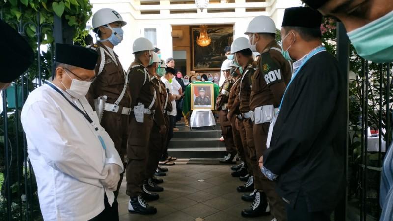 Mantan Kajati Lampung Dimakamkan di TPU Pedongkelan