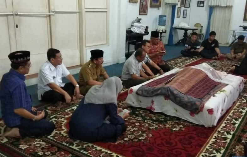 Mantan Wali Kota Nurdin Muhayat Berpulang, Herman HN Melayat