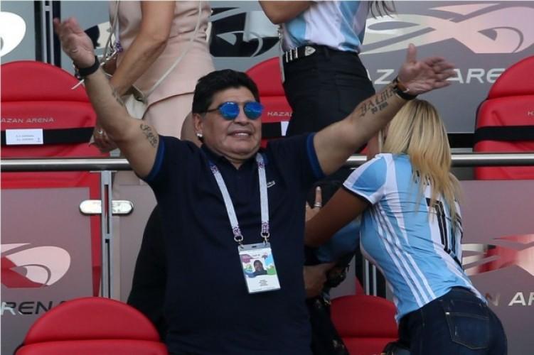 Maradona Tawarkan Diri Latih Argentina Tanpa Digaji
