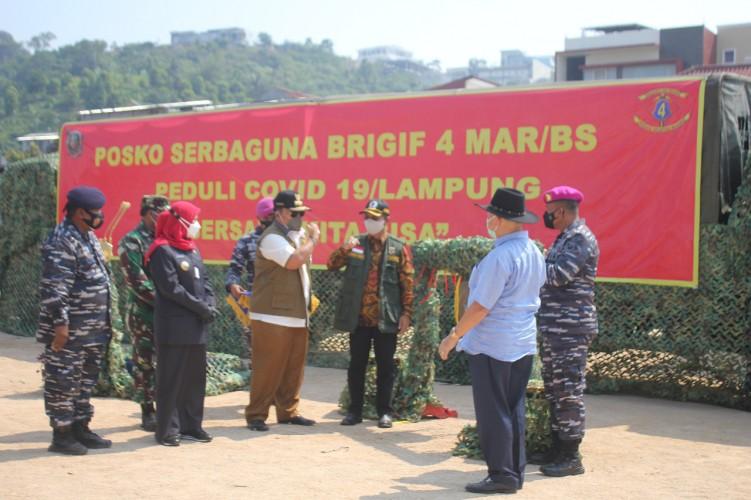 Marinir Lampung Masak Ribuan Porsi Makanan untuk Warga Isoman