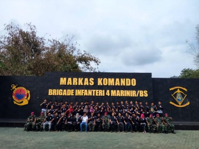 Marinir Latih Mahasiswa Teknokrat Bela Negara