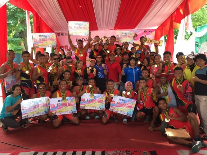 Marinir Sapu Bersih Medali Emas Padang International Dragon Boat Festival