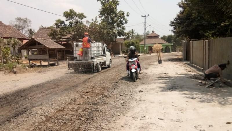 Masalah Debu Perbaikan Jalan Poros, Tanggungjawab Kontraktor