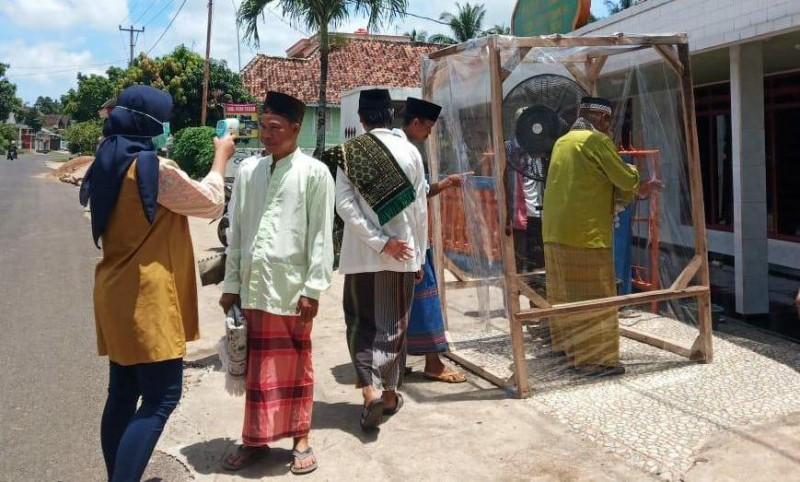 Masjid di Palembapang Sediakan Bilik Sterilisasi untuk Jemaah Salat Jumat