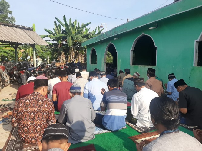 Masjid di Pulau Panggung Terapkan Prokes Ketat Saat Salat Idulfitri