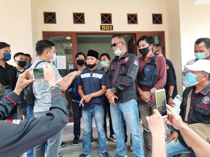 Massa Aksi Tuntut Bawaslu Lampung Bersikap Adil