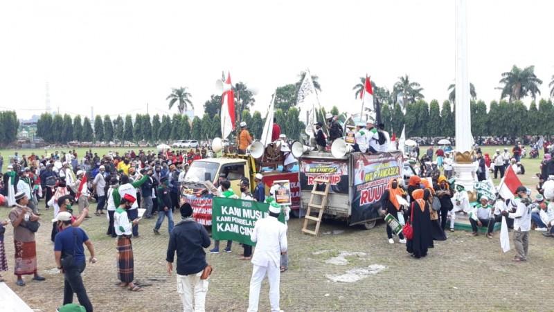 Massa Demo Tolak RUU HIP di Lapangan Korpri