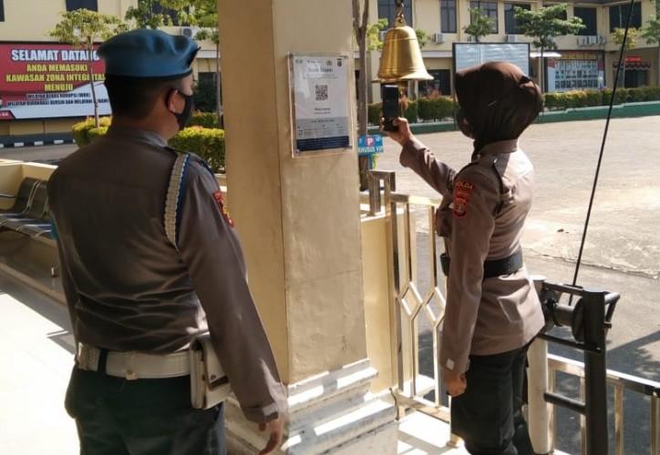 Masuk Polda Lampung Wajib Scan PeduliLindungi