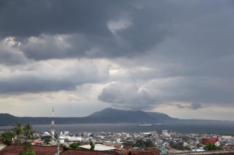 Masyarakat Diminta Waspada Cuaca Buruk Berupa Hujan Lebat dan Angin Kencang