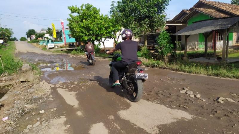 Masyarakat Sidomulyo Harapkan Perbaikan Jalan