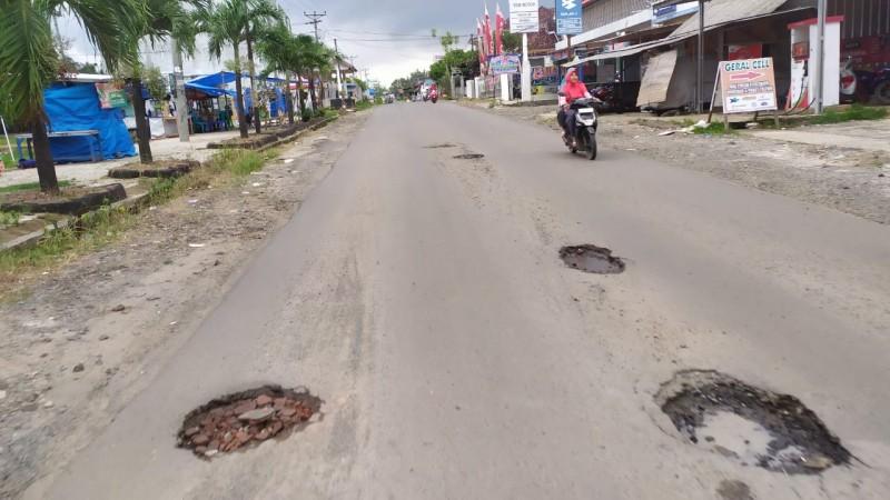 Masyarakat Sidomulyo Minta Pemerintah Perbaiki Jalan