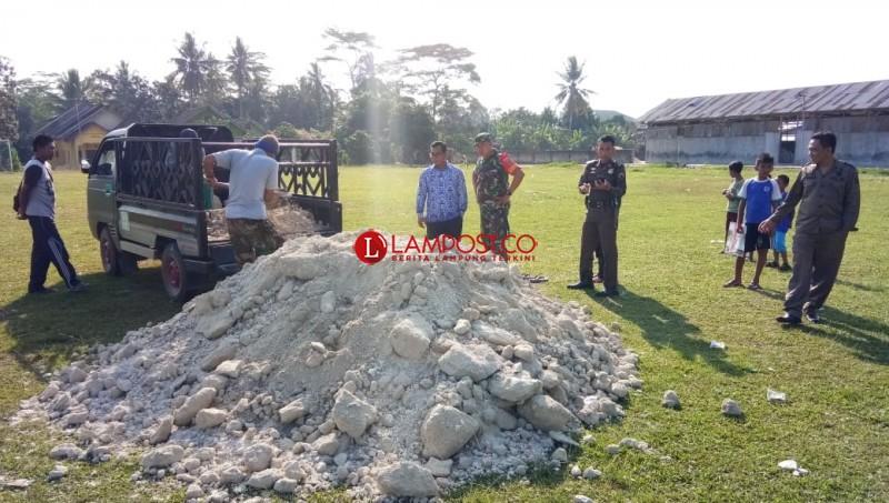 Material di Lapangan Sepak Bola Tuai Prote Warga Bumidaya, Palas