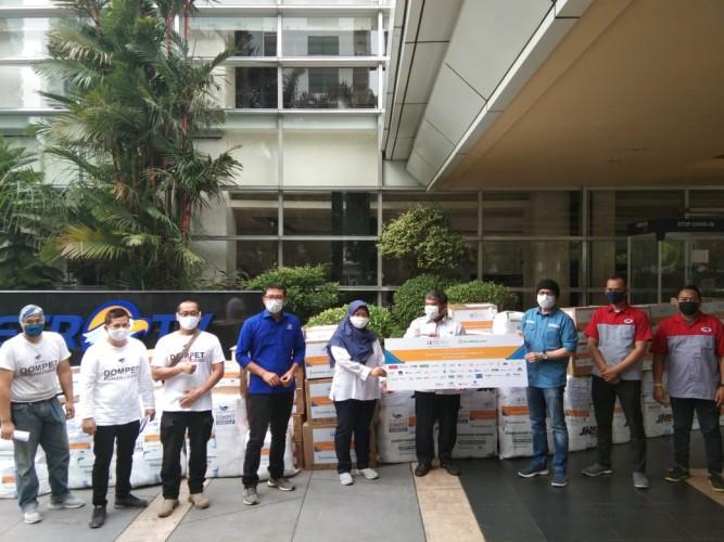 Media Group Salurkan Bantuan APD dari AAJI ke Beberapa Rumah Sakit