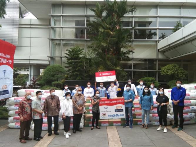 Media Group Terima Donasi APD dari UID dan Gajah Tunggal