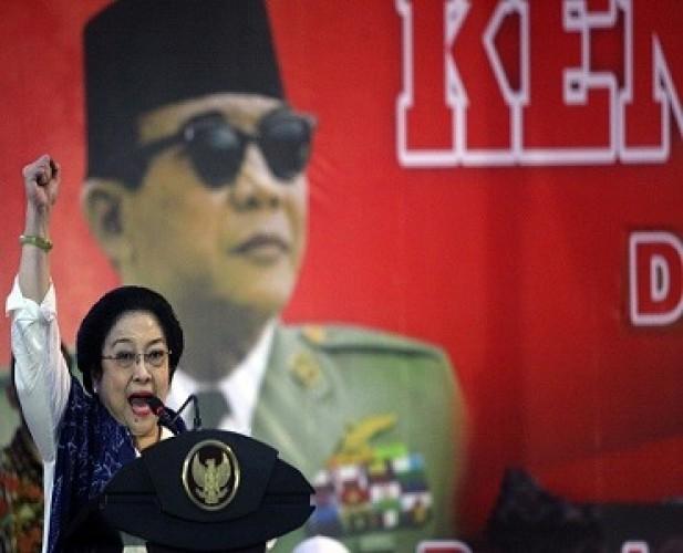 Megawati Instruksikan Kader Laporkan Pembakaran Bendera PDIP