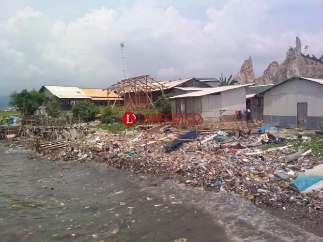 Memprihatinkan, LSM Mitra Bentala Soroti Pencemaran Laut dari Sampah