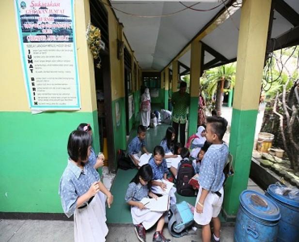 Mendikbud Menegaskan Pembukaan Sekolah Bukan Tatap Muka Normal