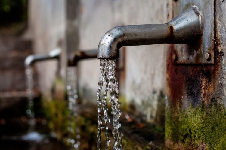 Menggulung Suap Proyek Air Minum