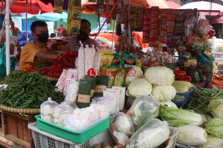 Menjaga Geliat Pasar Tradisional dengan Prokes Ketat