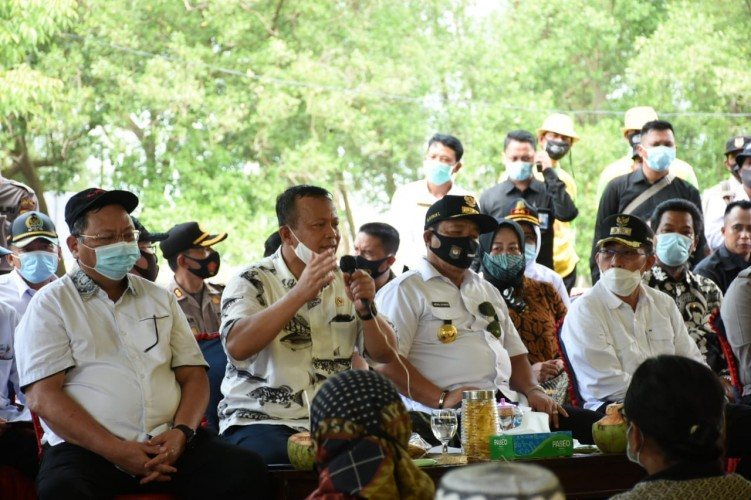 Menteri KKP Dorong Lamtim Kembangkan Benih Udang  Vaname