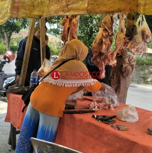 Menutupi Kerugian, Pedagang Naikkan Harga Daging Sapi