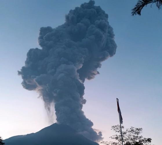 Merapi `Batuk` Lagi, Semburkan Asap Setinggi 6.000 Meter