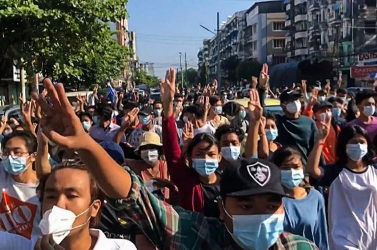 Militer Myanmar Tembak Mati 8 Demonstran