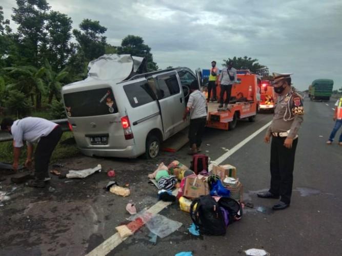 Minibus Tabrak Truk di Tol Cipali, 4 Orang Tewas