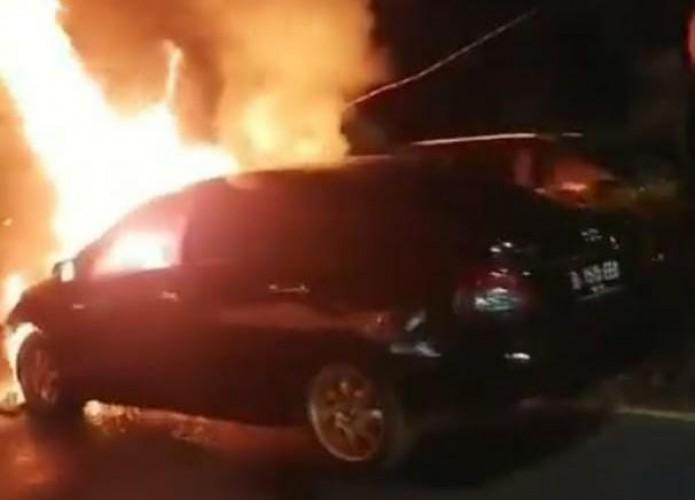 Mobil Ludes Terbakar di Depan PTPN 7 Bandar Lampung