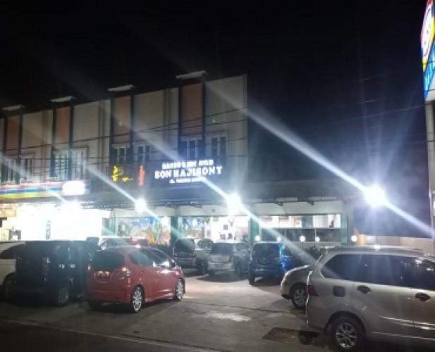 Mobil Pelat B dan BG Memenuhi Sejumlah Restoran Khas Lampung