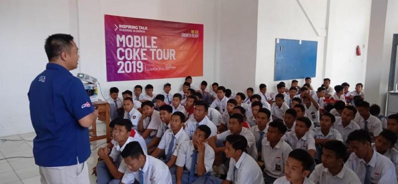 Mobile Coke Tour Ajarkan Siswa SMK BLK Kreatif Hadapi Perubahan