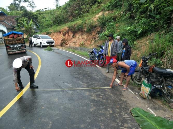 Motor Oleng, Suami Istri di Way Tenong Tewas Ditabrak Truk