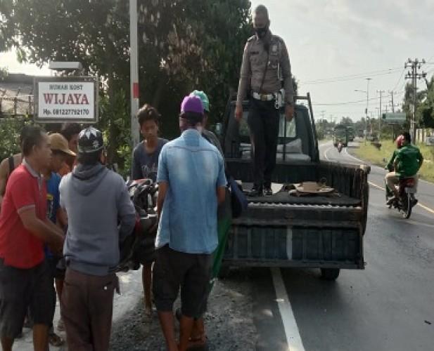 Motor Tabrak Minibus di Jalinsum Tarahan, Satu Tewas