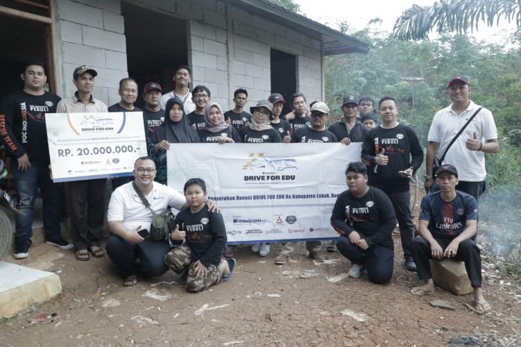 MTs Mathla'ul Anwar Sariyak Layung Terima Bantuan Dari Tim Drive for Edu Medcom.id dan POC