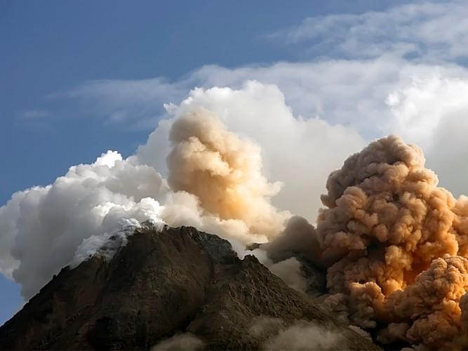 Muncul Gundukan di Puncak Gunung Merapi