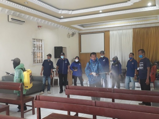 NasDem Pesawaran Laksanakan Penyemprotan Disinfektan di 11 Kecamatan
