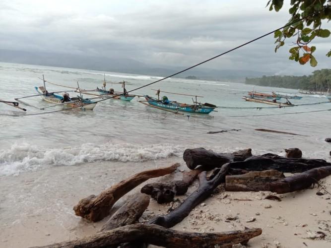Nelayan di Pesisir Barat Enggan Melaut Akibat Cuaca Buruk
