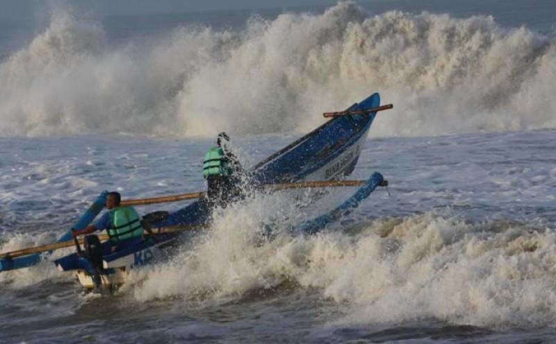 Nelayan Diingatkan Ancaman Gelombang Tinggi di Selat Sunda