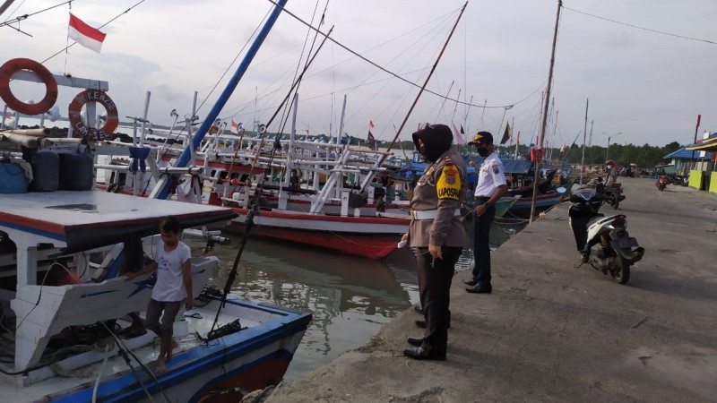 Nelayan Kalianda Tak Melaut akibat Gelombang Tinggi